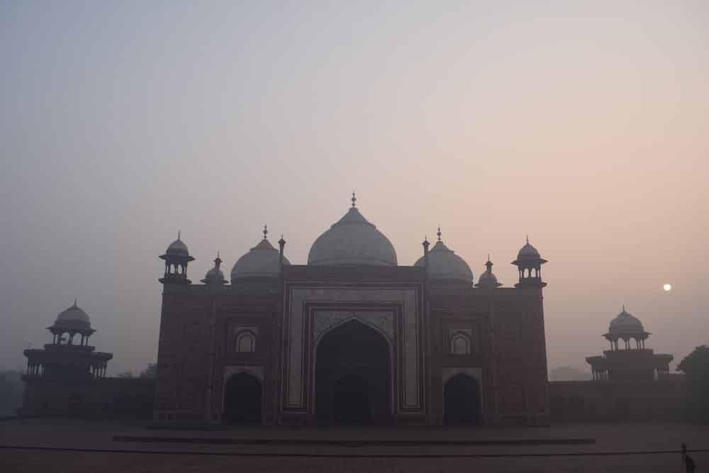 Visiting the Taj Mahal, Taj Mahal from the side, Tips for the Taj Mahal, The Mosque