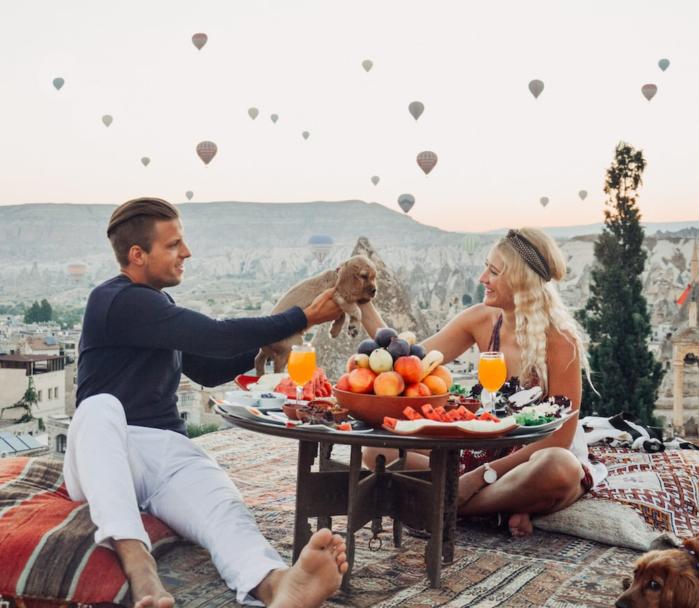 10 Most Romantic Travel Experiences According to 10 Travel Couples, romantic travel experiences, travel the world, digital nomads, cappacodia, hiking, the worlds biggest cave, amazing travel experiences, travel the world as a couple, love traveling the world, hot air balloons