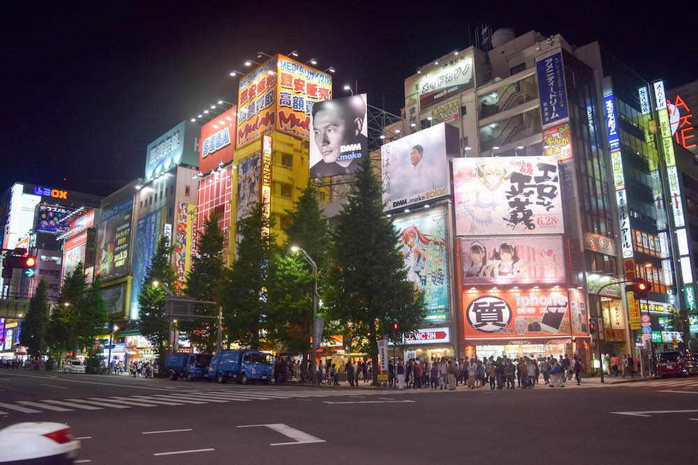 Shinjuku in Tokyo is a great location to stay, due to the amazing atmosphere, shops, and the many great restaurants.