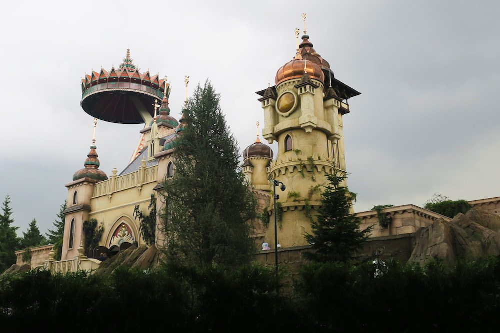 The Efteling is an excellent place for families, couples and more. The Efteling is a magical theme park where you can go on fairy tale rides or even rollercoasters and more.
